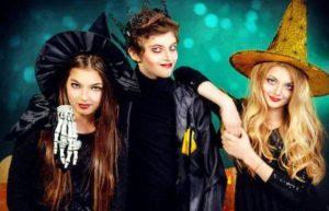 adolescentes disfrazados en halloween